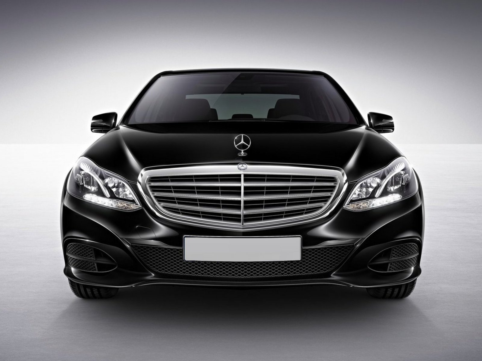 Rent mercedes benz e class with driver for Mercedes benz cars and prices